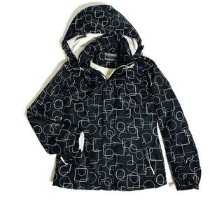 Puffer jacket with removable sleeves